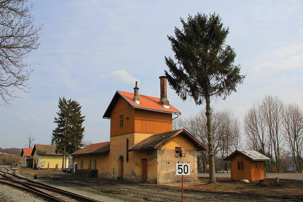 IMG_7675-Trebivlice-Bahnhof-Wasserhaus.JPG