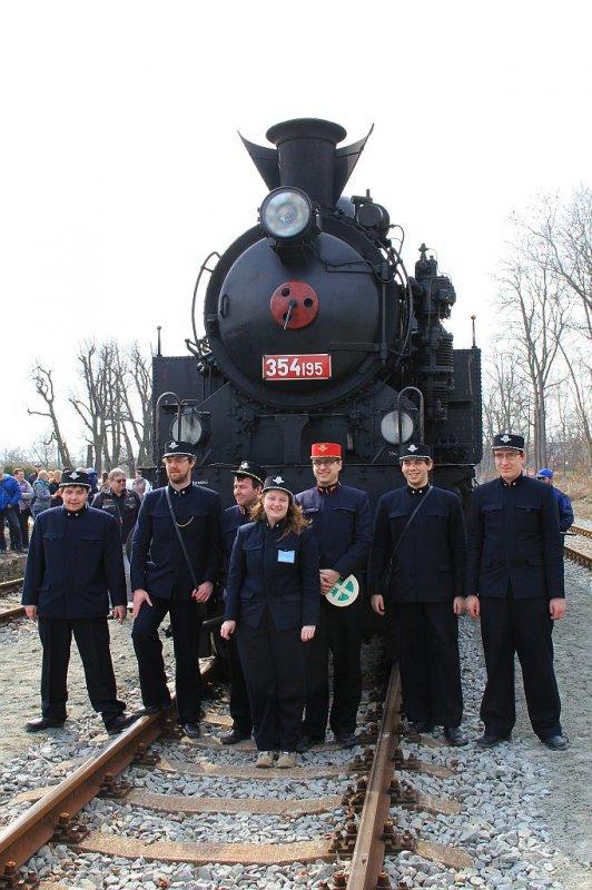 IMG_7683-Dampflok-Reihe-354-Zugpersonal.JPG
