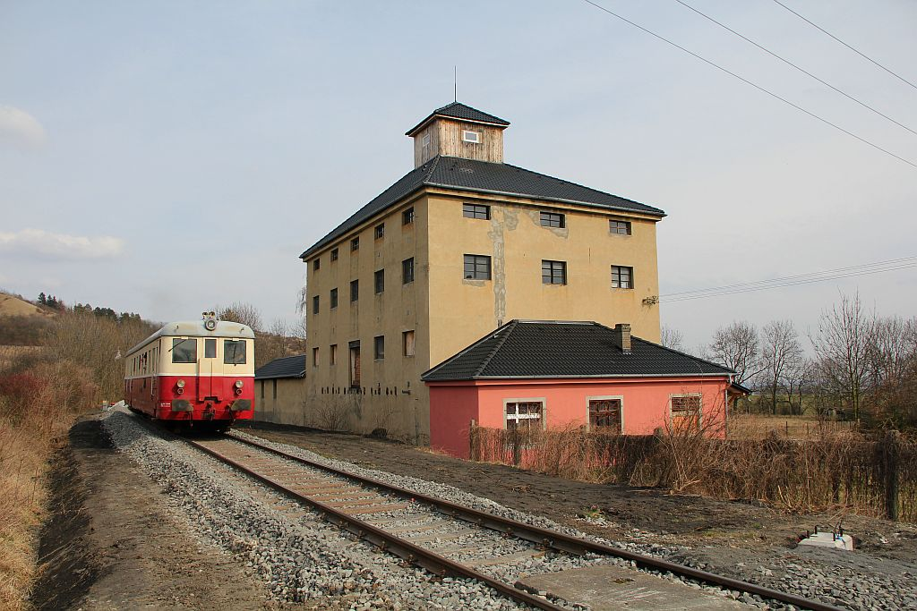IMG_7690-Trebivlice-ausfahrender-Planzug-Lagerhaus.JPG